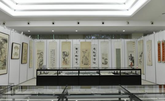 转上观新闻:纪念张大千宗师诞辰120周年书画文献展在沪开幕