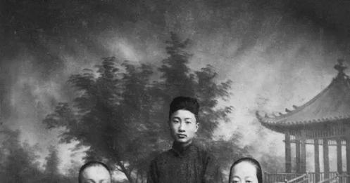 他是香港十大收藏家,是张大千密友,更是抢救国宝的大功臣