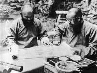 《緬懷兄弟情篤的外公張善子先生和八外公張大千先生》 ------ 張善子大千昆仲研討繪藝之雕塑